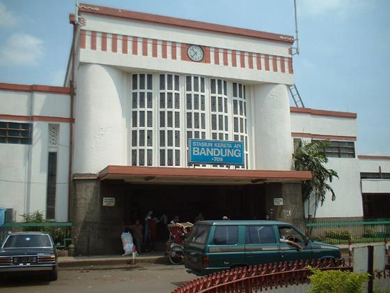 Stasiun Hall